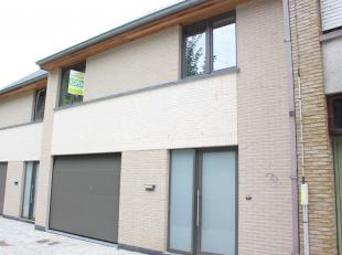 Nieuwbouwwoning met 3 ruime slaapkamers, tuin en garage op 173m² in Sint-Baafs-Vijve. Volledig afgewerkte woning met inkomhal en gastentoilet, ru