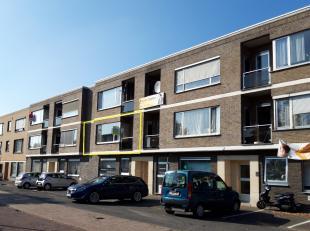 Dit appartement is gelegen op de eerste verdieping van residentie Leiedal. De eigendom werd doorheen de jaren smaakvol gerenoveerd; massieve parket, n