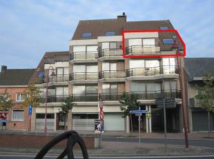 Dit goed onderhouden appartement ligt zeer centraal in Aalter. Vlakbij diverse winkels en het station. Ideaal voor pendelaars. Het appartement is mome