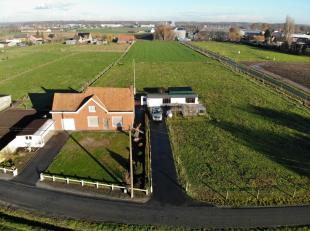 In het landelijke Wingene ligt deze woning helemaal in de velden. Hier is rust een evidentie. Dit prachtig gelegen hoekperceel biedt een zeer van ruim