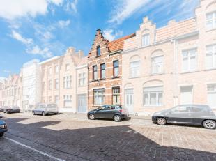 Authentieke Brugse woning met trapgevel op één van Brugges bekendste pleintjes ; t BilkskeDichtbij de Coupure en op wandelafstand van al