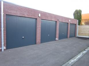 Nog 2 garages beschikbaar, telkens van 18 m². Vraagprijs: 23.000 euro (excl. kosten)Garage 3 en garage 4 zijn nog te koop!(VERKOCHT) Deze kleinsc