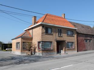 Zeer verzorgde hoeve met een oppervlakte van ± 2 ha met een loods van 600 m² en dit gelegen in het landelijke Zwevezele.Rustig gelegen met