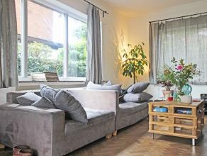 Deze ruime en karaktervolle woning is gelegen in de nabijheid van UZ Gent en de Sterre, met makkelijke verbinding van openbaar vervoer en naar autostr
