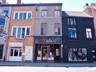 Deze winkelruimte met bijhorende woonst is super commercieel gelegen temidden van de studentenbuurt van Gent.De winkelruimte heeft een oppervlakte van