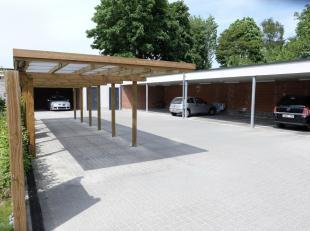 Deze carport ligt achter residentie Bafort in het centrum van Mariakerke op slechts 5 minuten van Gent. Winkels, scholen, banken,... bevinden zich op