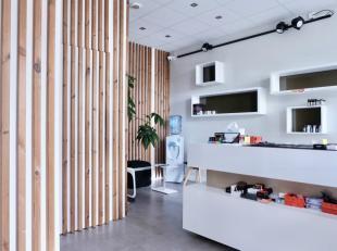 """Deze zeer goed gelegen handelsruimte (30m²) is gelegen op enkele meters van het shoppingcentrum """"Gent-Zuid"""". Geschikt als winkel- of kantoorruimt"""