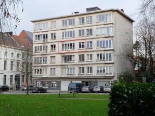 Op een boogscheut van het historisch centrum van Gent,winkelstraten, scholen, ...vinden we dit lichtrijke 2-slaapkamer appartement.Het appartement bev