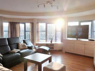 Dit ruim appartement is gelegen op de Hubert Frère Orbanlaan, op een steenworp van het centrum, de Zuid,diversefiets-, tram- en busverbindingen