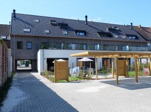 Een ruime carport gelegen in een verzorgde nieuwbouwresidentie 'Bafort', in het centrum van Mariakerke.