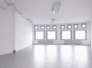 De kantoorruimte heeft een oppervlakte van 60m² en is gelegen in een zijstraat van de Kortrijksesteenweg, in de nabijheid van de Sterre en Flande