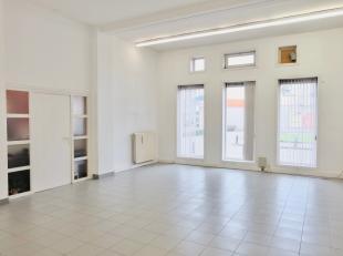 De kantoorruimte heeft een oppervlakte van 50m² en is gelegen in een zijstraat van de Kortrijksesteenweg, in de nabijheid van de Sterre en Flande
