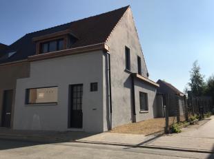 vernieuwde halfopen woning bestaande uit aparte ruime inkomhall bureel of slaapkamer beneden 14mamp