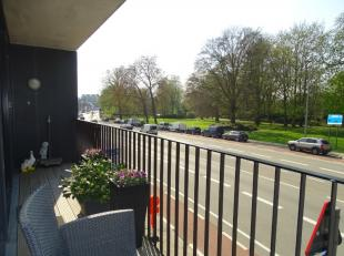 Zeer mooi onderhouden appartement te huur nabij het Astridpark in Kortrijk.INDELING:Inkom met apart toilet.Lichtrijke living met grote raampartijen en