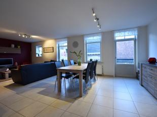 hall, salon, cuisine équipée, buanderie, 2 x chambre, salle de bain, 3 x terrasse, garage