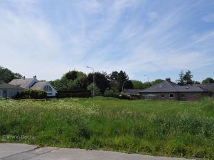 Perceel voor open bebouwing, gelegen op de hoek van de Edward Vermeulenstraat en de Putmanstraat. Westelijk geörienteerd (mogelijk om ZW te bouwe