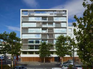 Prachtige design-penthouse van ca. 210m² met ca. 120m² terrassen bestaande uit inkomhal, living, luxueus ingerichte keuken met eethoek, wasp