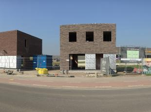 Mooi perceel bouwgrond van 275 vierkante meter vlakbij het centrum van Ingelmunster, geschikt voor halfopen bebouwing. Rustige ligging vlakbij diverse