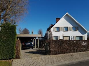 Deze verrassend ruime driewoonst ligt nabij de Rijksweg en de Brugsesteenweg en biedt zodoende een vlotte verbinding richting centrum Kuurne en Harelb