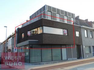 Totaal gerenoveerd en zonnig appartement, gelegen op het eerste verdiep, bestaande uit ruime living met open en modern ingerichte keuken, 1 slaapkamer