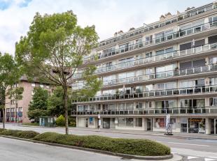 Te renoveren 1 slaapkamer appartement te koop in Residentie Flora te Roeselare. Het appartement bestaat uit een ruime inkom die dag- en nachtgedeelte