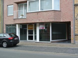 Ruim handelspand met garage in het centrum van Rumbeke te koopKantoorruimte met veel potentieel!mogelijkheid voor verder opsplitsen van verschillende