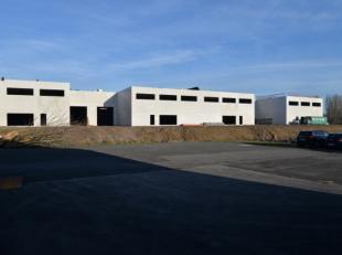 NIEUWBOUW LOODSEN / KMO Units met mogelijkheid kantoor<br /> *10 Loodsen<br /> Oppervlaktes van195 m² tot 215m²<br /> Prijzen vanaf 175.000