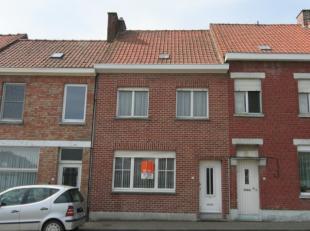 Te renoveren woning met tal van mogelijkheden.Deze woning met mooie, rustige tuin is gelegen tussen Aalbeke en Rollegem.Indeling: inkom, ruime woonkam