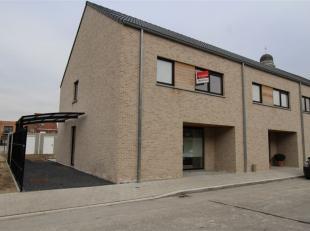 Deze moderne nieuwbouwwoning is gelegen in een rustig en kindvriendelijke omgeving in Roeselare nabij scholen en winkels. De woning is instapklaar, tu