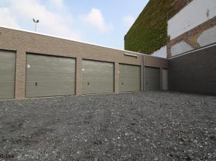 Ideale investering, veel vraag naar het huren van een garagebox in centrum Kortrijk!  Deze nieuwbouw garagebox is afgesloten door een sectionale poort