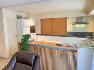 Zeer ruim 3 slpk appartement, centrum Roeselare in kleine, rustige Residentie, 2de verdieping. Mogelijk aankoop garage (30.000 EUR/per garage).