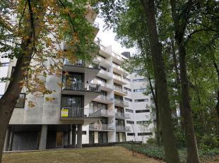 Goed gelegen 2 slpk appartement met ruim terras, rand Roeselare, 4de verdieping, met binnenparking onder residentie. Appartement is verhuurd, ideaal a