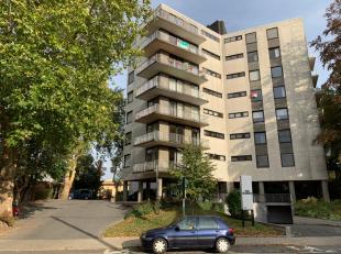 Mooi 2 slpk appartement, rand Roeselare, met ruim zonneterras en prachtig verzicht, instapklaar, met binnenparking.