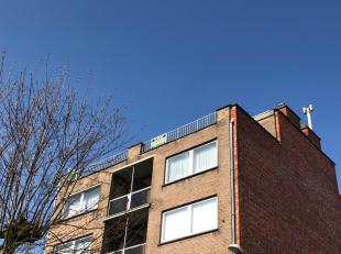 Gezellig, centraal gelegen, licht te renoveren 1 slaapkamer-dakappartement in Roeselare, rustige ligging met ruim dakterras (Zuidgericht).