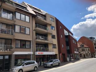 Ruim appartement met drie slaapkamers en garage, kleine residentie, centrum Roeselare.