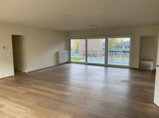 Centrum Roeselare, zeer ruim lichtvol 3 slpk appartement te koop met garage, De Munt.