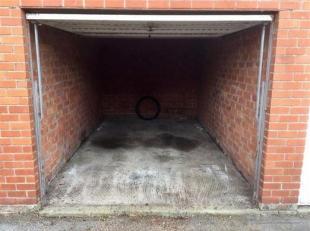 Roeselare/Rumbeke GARAGE Te Huur - Garage nr 14 - Inrit naast Tankstation en Colruyt. Huurprijs :  55/maand. Onmiddelijk vrij.