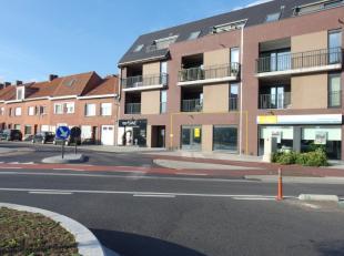Op zichtligging aan de Noordlaan. Handelspand in casco +/- 90 m2  met toegang langs de Noordlaan, ook toegang naar terras en parking achteraan.    inb