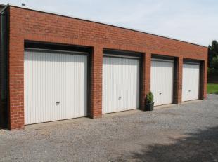 Ruime afgesloten garage te huur. De garage is gelegen vlakbij het mammoet centrum in Roeselare.Onmiddellijk beschikbaar!