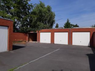 Ruime afgesloten garage te huur. De garage is gelegen vlakbij het centrum van Rumbeke.Onmiddellijk beschikbaar!