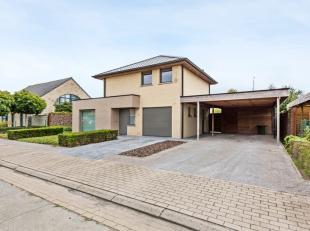Villa te koop met 2 slaapkamers op TOPligging in Roeselare, vlakbij de autostrade E403 alsook bij het centrum van Roeselare. De woning werd volledig g