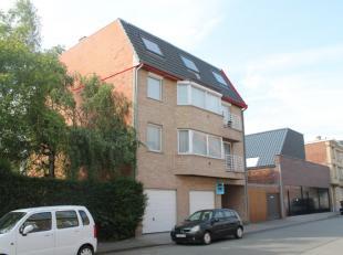 Het appartement is gelegen vlakbij het centrum van Rumbeke. Het appartement is gelegen op de 3de verdieping. Er is een lift aanwezig. Het appartement
