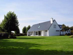 Mooi landelijk gelegen villa in de Smallestraat te Kachtem op 2.191m² waar u alle privacy geniet. Deze woning is perfect onderhouden en bevat oa