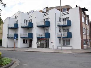 Comfortabel en zeer net appartement met garage, vlot bereikbaar gelegen aan de rand van stad nabij De Spil.<br /> Bestaande uit woonplaats, afzonderli