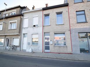KLEINE BASSINSTRAAT 20 ROESELARE<br /> Gezellige stadswoning in centrum Roeselare nabij station.<br /> Bestaande uit inkom, woonplaats met open keuken