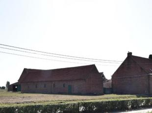 8650 Merkem, Merkemstraat 95.<br /> Deze karaktervolle te renoveren 4 kantshoeve is centraal gelegen met landelijke vergezichten.<br /> Dit landgoed i