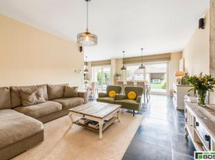 Sublieme woning met 3 slaapkamers, garage en luxueuze afwerking !!Op slechts 2km van de Grote Markt van Kortrijk bevindt zich deze luxueuze parel.Ligg