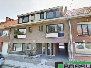 Op wandelafstand van het centrum van Roeselare en in de nabijheid van alle diensten en voorzieningen, bevindt zich dit gezellig appartement.Liggend op