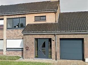 Recent vernieuwde gezinswoning gelegen te Koolkerke.<br /> De woning omvat inkom, WC, living, volledig ingerichte keuken met vaatwasmachine, ingebouwd