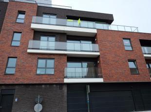 Centraal gelegen nieuwbouwappartement met ruim zonnig terras<br /> Modern appartement op de derde verdieping (lift)<br /> inkomhal met toilet en lavab